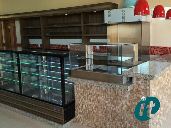 Balcões em Vidro Reto para Cafeterias